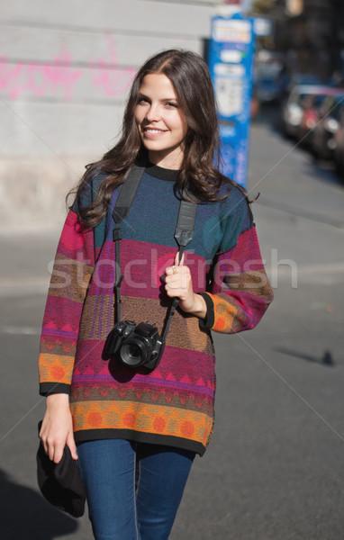 Vangen licht jonge brunette vrouw camera Stockfoto © lithian