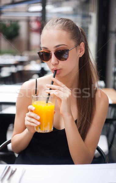 Mangiare fuori giovani bruna donna alimentare Foto d'archivio © lithian
