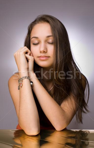 Dromer artistiek portret dromerig jonge brunette Stockfoto © lithian
