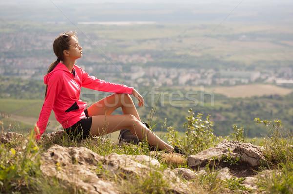 Ao ar livre exercer ar fresco caber jovem morena Foto stock © lithian