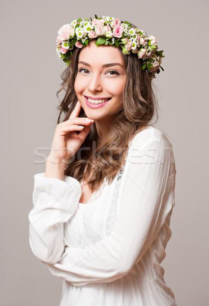 Tavasz szépség visel virág koszorú portré Stock fotó © lithian