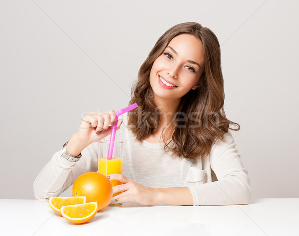 Jonge brunette vrouw sinaasappelsap portret mooie Stockfoto © lithian