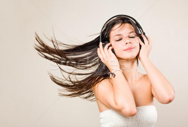 Foto stock: Morena · música · fones · de · ouvido · jovem