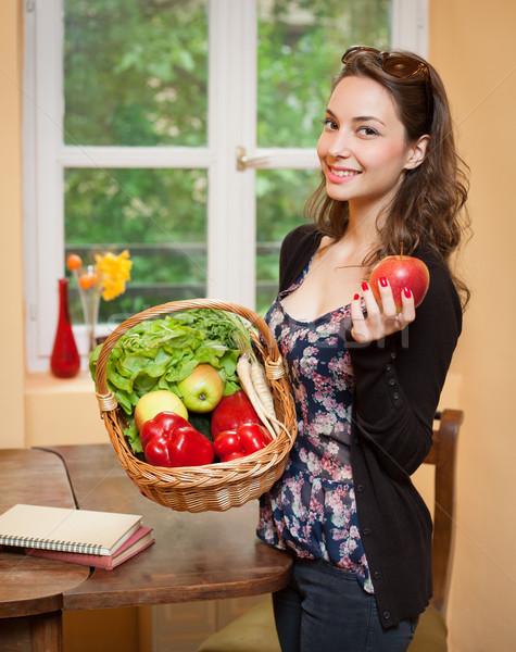 Сток-фото: здоровья · продовольствие · великолепный · молодые · брюнетка · женщину