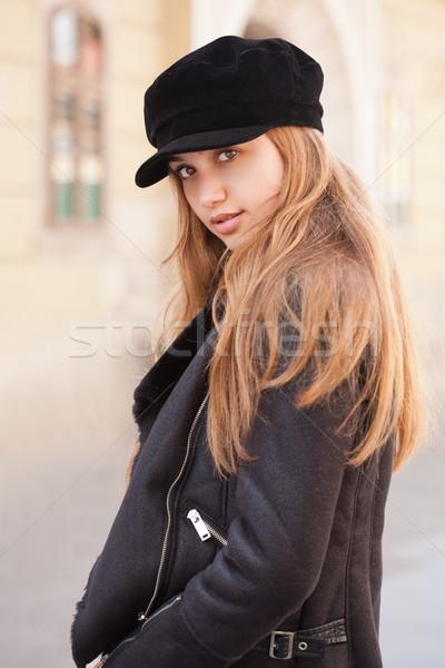 Divatos fiatal barna hajú kint portré vonzó Stock fotó © lithian
