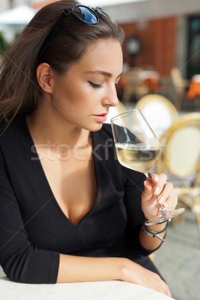 Degustação de vinhos turista mulher ao ar livre retrato belo Foto stock © lithian