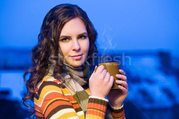 Cieszyć się ciepło portret atrakcyjny brunetka kobieta Zdjęcia stock © lithian