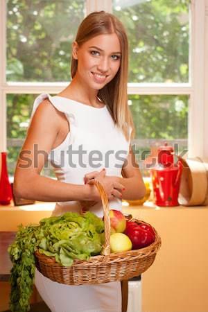 Koszyka zdrowa dieta dopasować przepiękny młodych blond Zdjęcia stock © lithian