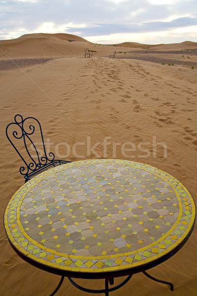 Asztal ülés homok sivatag Szahara Marokkó Stock fotó © lkpro