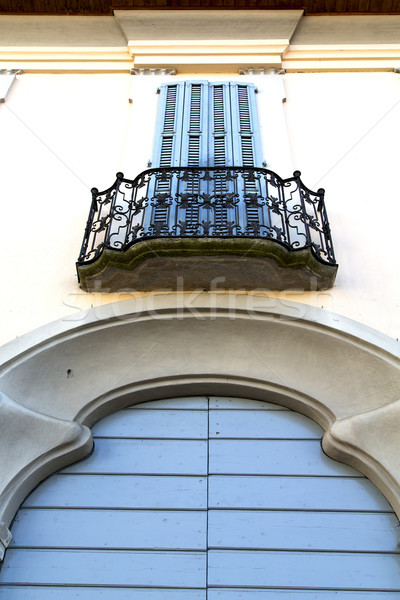 Kahverengi kapı Avrupa eski pencere Stok fotoğraf © lkpro