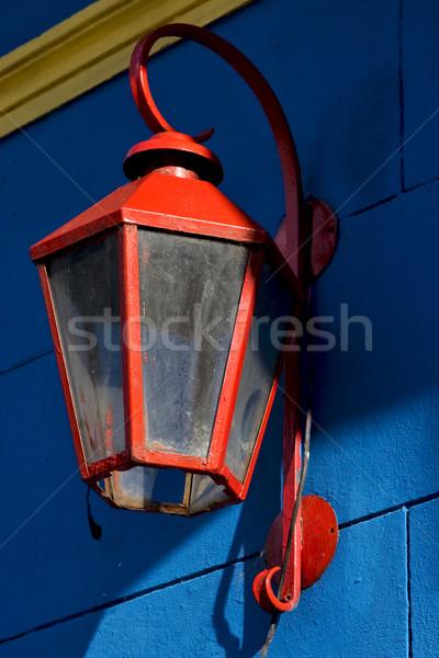 Piros utcalámpa kék citromsárga fal LA Stock fotó © lkpro