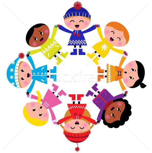 1390178gelukkig-winter-cartoon-kinderen-cirkel-groep