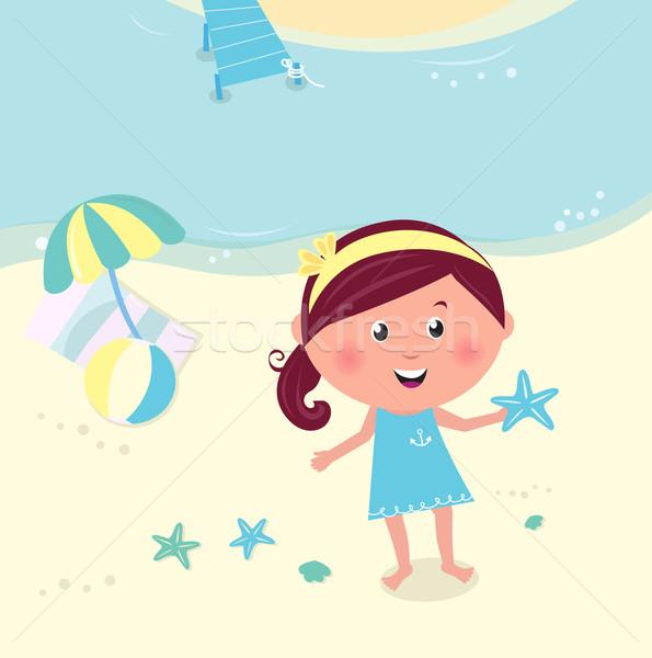 Boldog mosolyog lány tengerpart tart tenger Stock fotó © lordalea