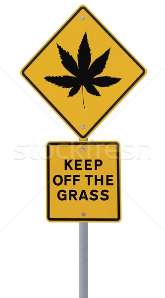 Marihuana hoja senalización de la carretera aislado blanco Foto stock © lorenzodelacosta