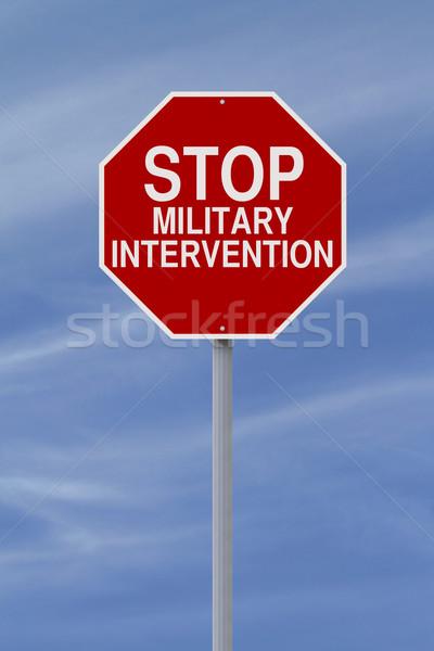 Pare militar intervenção sinal de parada céu assinar Foto stock © lorenzodelacosta