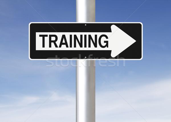 Képzés erre egyirányú utca égbolt felirat tanul Stock fotó © lorenzodelacosta