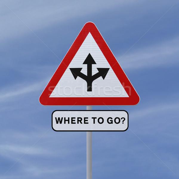 Foto stock: Senalización · de · la · carretera · opciones · decisiones · cielo · azul · azul