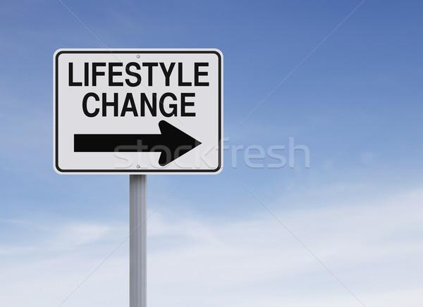 életstílus apró egyirányú utca égbolt jelzőtábla irányítás Stock fotó © lorenzodelacosta