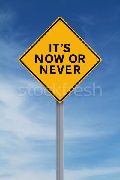 Nu nooit verkeersbord Blauw concept keuze Stockfoto © lorenzodelacosta