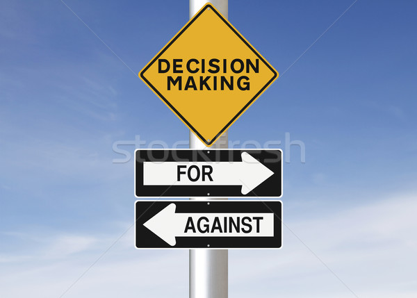 La toma de decisiones las senales de tráfico signo amarillo concepto alerta Foto stock © lorenzodelacosta