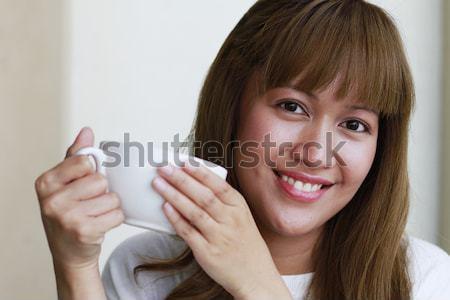 Mulher jovem potável café jovem mulher atraente Foto stock © lorenzodelacosta