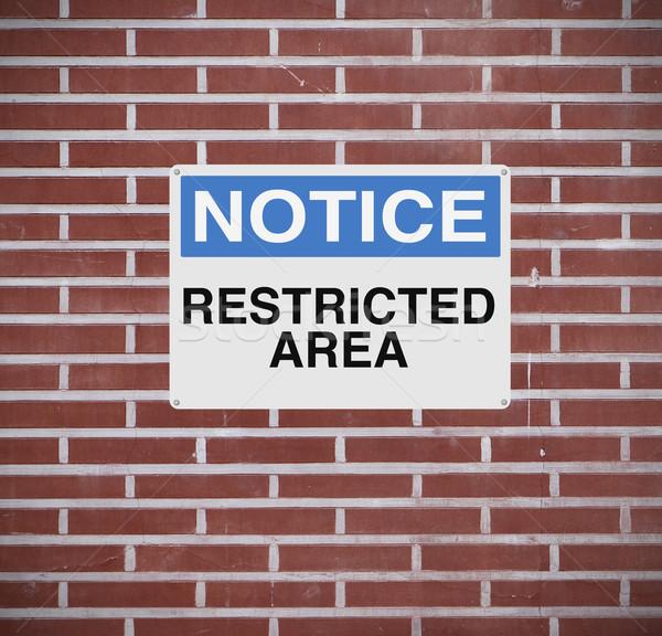 Beperkt Blauw Rood muur voorzichtigheid Stockfoto © lorenzodelacosta