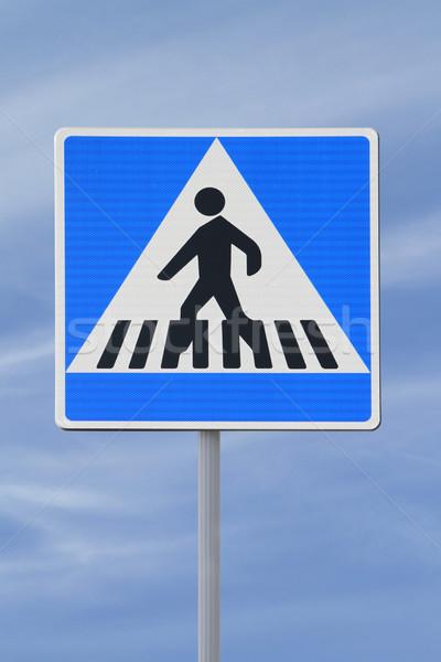 Stockfoto: Voetganger · teken · blauwe · hemel · lopen · witte · verkeersbord