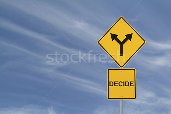Carretera senalización de la carretera la toma de decisiones cielo metal flecha Foto stock © lorenzodelacosta