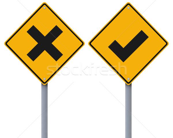 Direito errado sinais de trânsito atravessar verde Foto stock © lorenzodelacosta