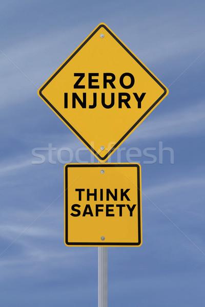 Pari a zero lesioni cartello stradale sicurezza promemoria cielo blu Foto d'archivio © lorenzodelacosta