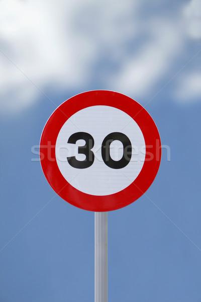 Limite de velocidade assinar macio céu vermelho placa sinalizadora Foto stock © lorenzodelacosta
