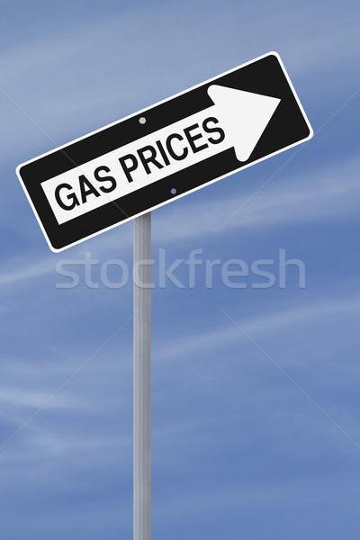 Benzin árak egyirányú utca növekedés üzemanyag kék ég Stock fotó © lorenzodelacosta