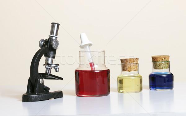 Ciência microscópio vermelho estudar lab amarelo Foto stock © lovleah