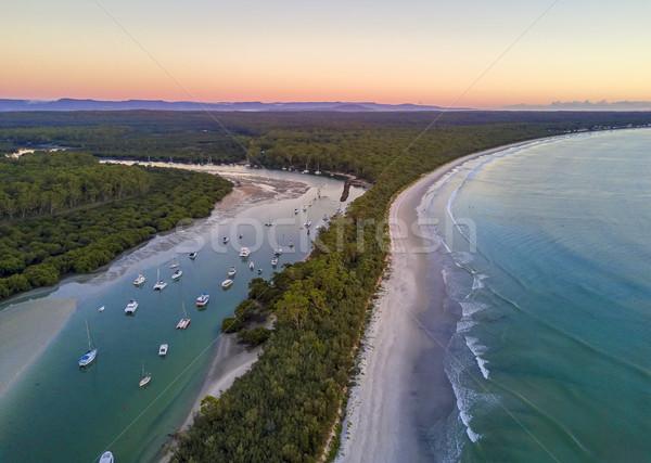 Festői tájkép tengerpart hajnal tengerparti gyönyörű Stock fotó © lovleah