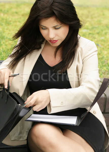 Zakenvrouw werken vrouw pak zak corporate Stockfoto © lovleah