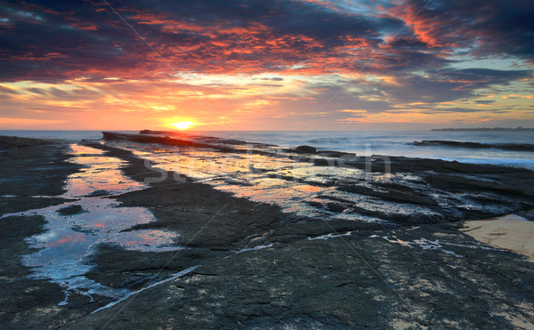 Sunrise spiaggia rock shelf mozzafiato rocce Foto d'archivio © lovleah