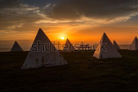 Luce del sole serbatoio piramide pesante Foto d'archivio © lovleah