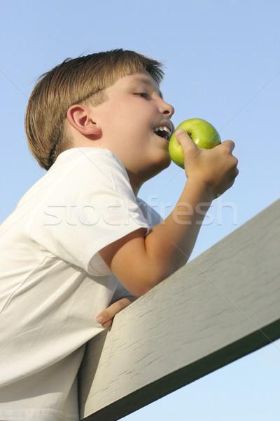 Saúde nutrição menino alimentação fresco maçã Foto stock © lovleah