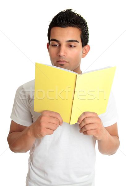 Man lezing boek hardcover leerboek student Stockfoto © lovleah