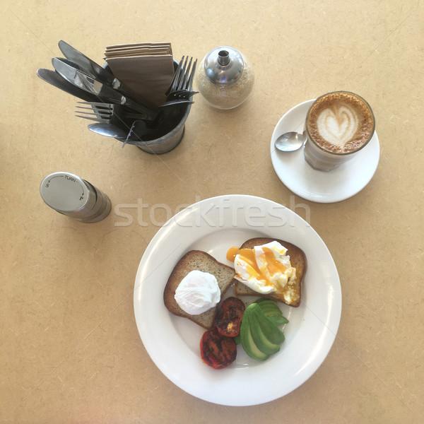 Zdrowych śniadanie jaj awokado pomidorów górę Zdjęcia stock © lovleah