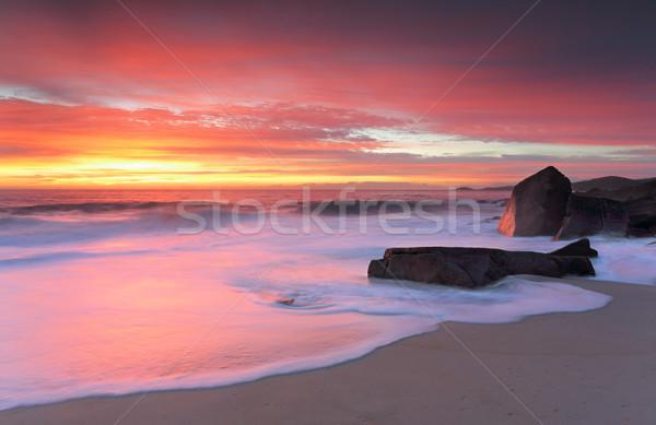 Kikötő izzó reggel napfelkelte gyönyörű tengerpart Stock fotó © lovleah