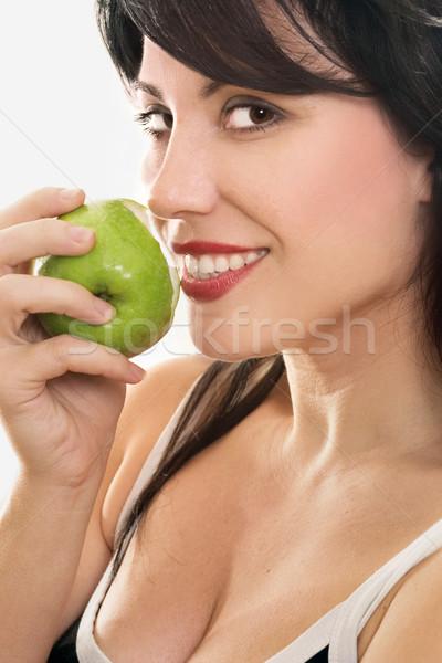 Piękna kobieta jedzenie świeże jabłko piękna uśmiechnięta kobieta Zdjęcia stock © lovleah