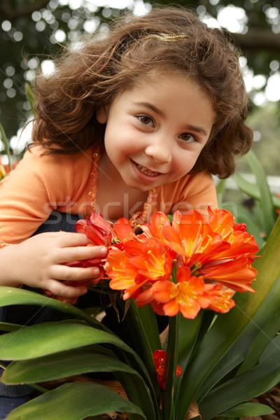 Dziewczynka ogród Bush lilia Zdjęcia stock © lovleah