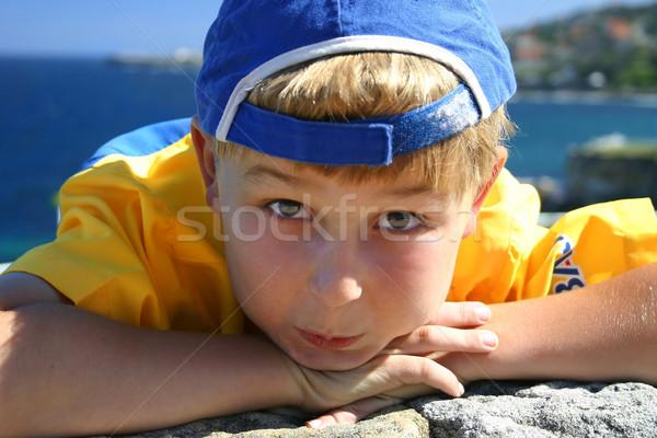 Fiú tengerpart kék sapka visszafelé áll Stock fotó © lovleah