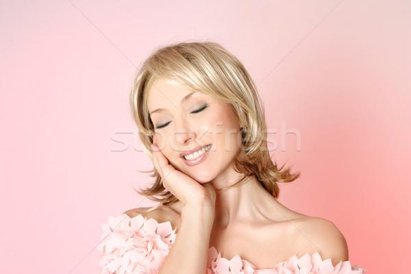 Schoonheid vrouw vrouwelijkheid glimlachend mooie vrouw Stockfoto © lovleah