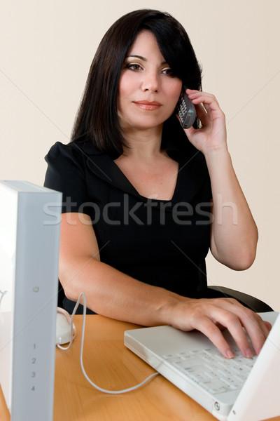 Bella donna desk lavoro donna wireless Foto d'archivio © lovleah