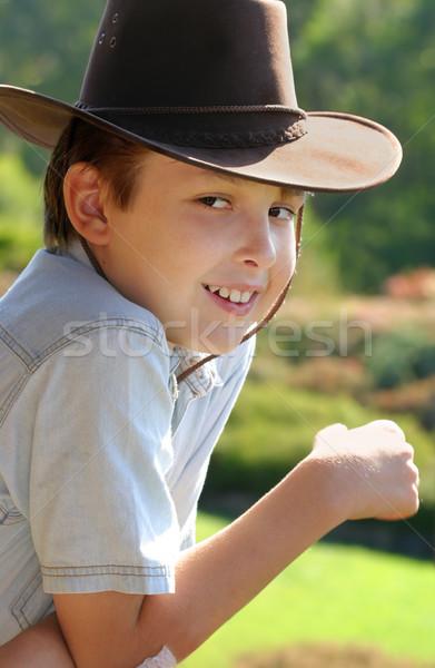 Nyugalmas mérföldek vidék mosoly vidéki fiú Stock fotó © lovleah