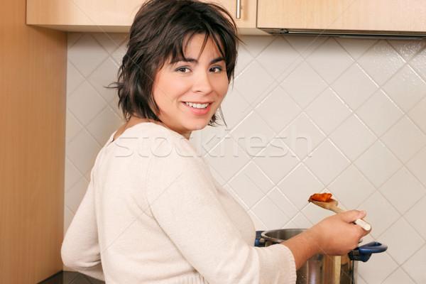 женщины Домашняя кухня пасты женщину приготовления кухне Сток-фото © lovleah