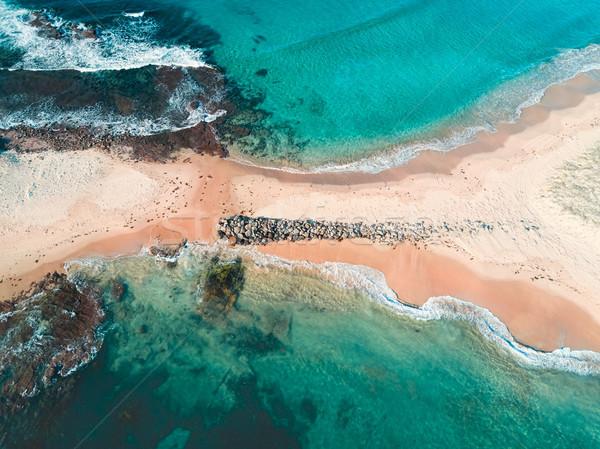 Zand spugen boven eiland tonen stranden Stockfoto © lovleah