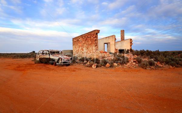 Pedra casa enferrujado carro velho carro velho Foto stock © lovleah
